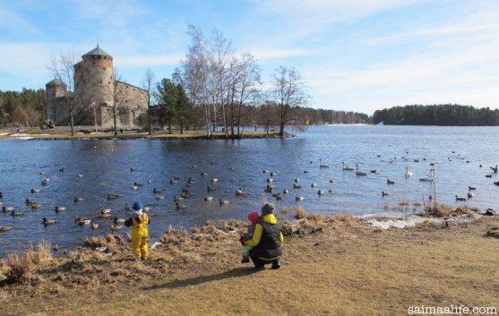 mother-children-olavinlinna-castle-in-savonlinna