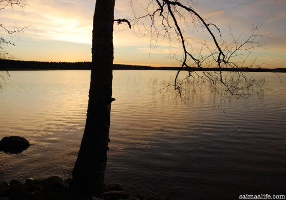 autumn-evening-by-finnish-lake