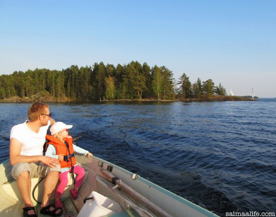 father-and-daughter-boating-in-savonlinna-finland