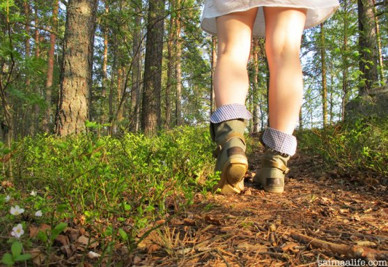 woman-walking-in-forest-with-globe-hope-klabbi-shoes