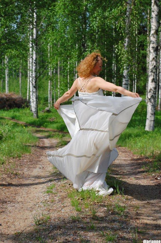 woman-dancing-in-nature