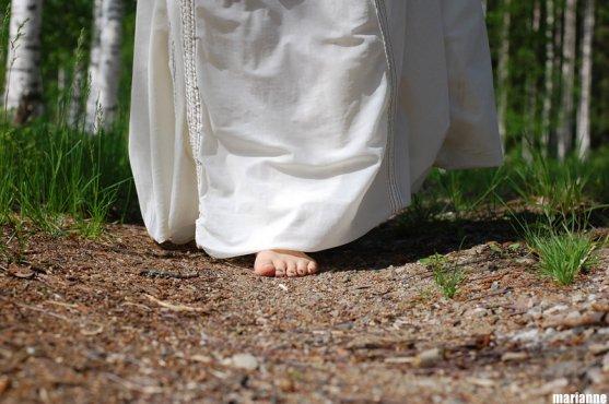 woman-walking-on-barefeet