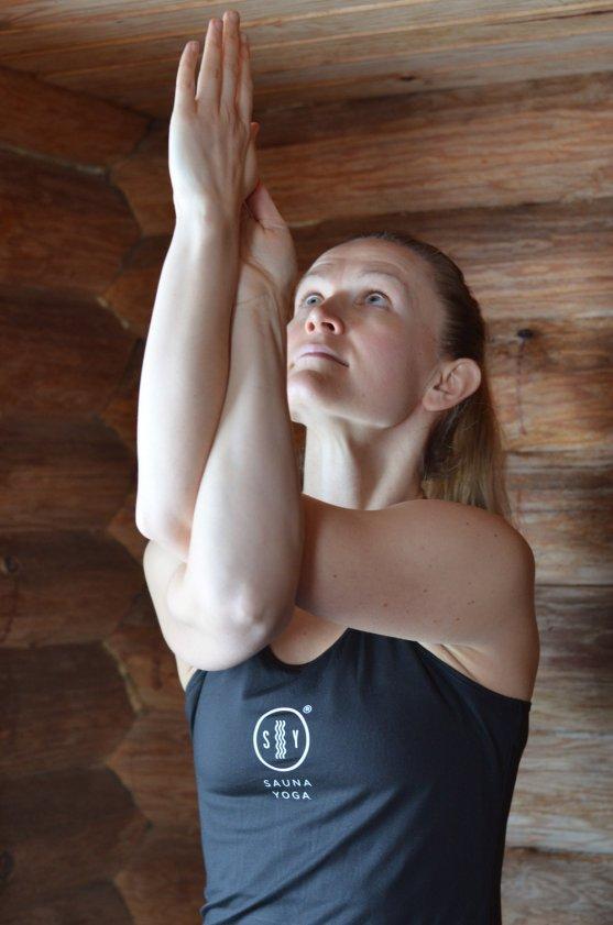 woman-practising-saunayoga