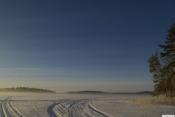 finnish-winter-lake-scenery
