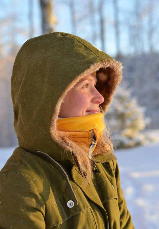 mother-outdoors-in-winter
