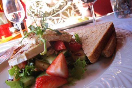 majakka-restaurant-goat-cheese-salad