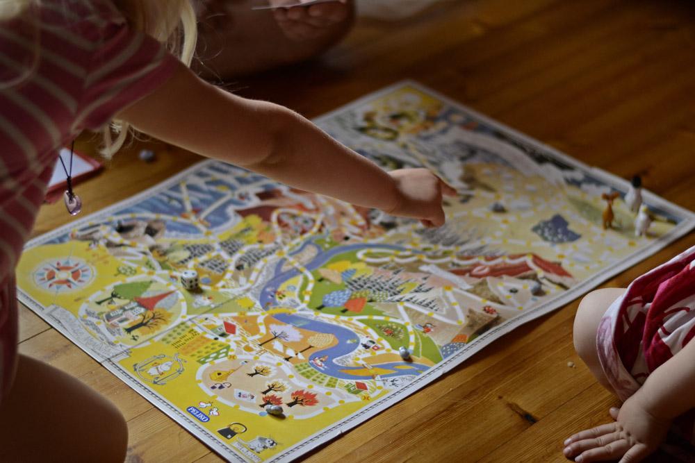 family-palying-moomin-play