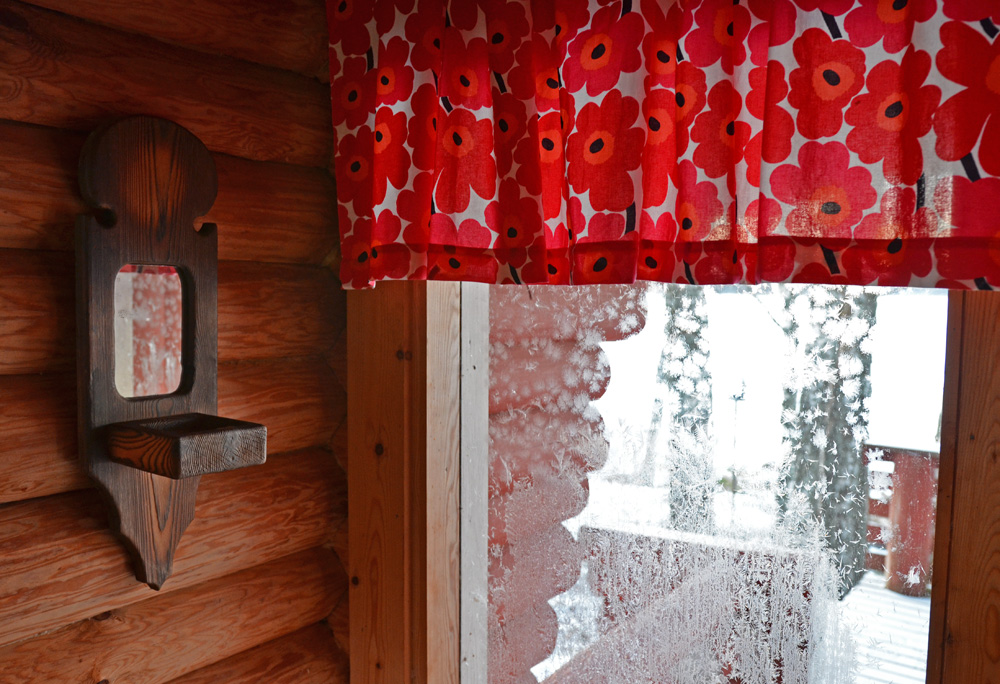 Marimekko curtains in a log house - SaimaaLife.com
