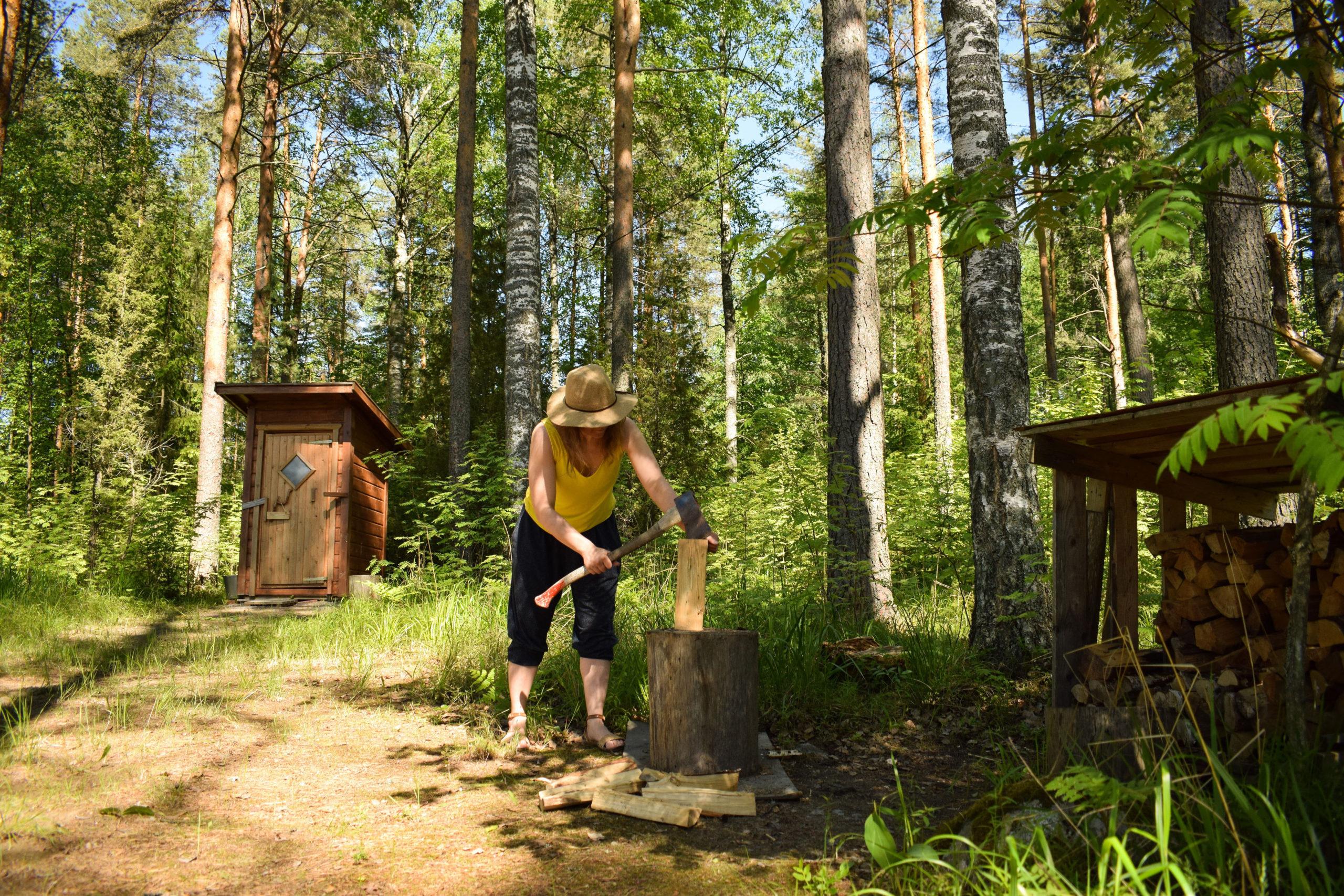 Making firewood at Kukkoniemen Lomamökit rental cottages in Punkaharju, Saimaa