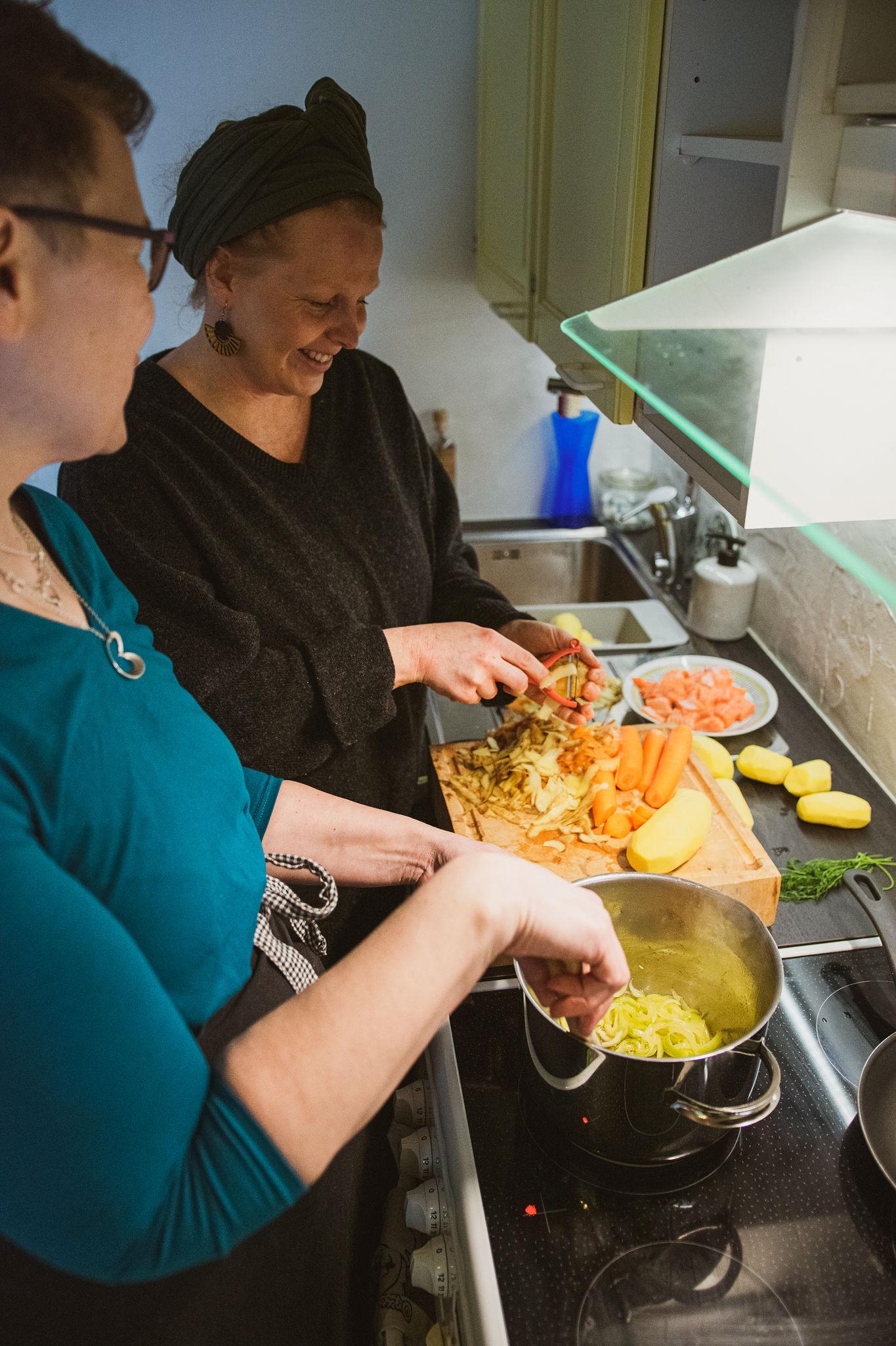 SaimaaLife Stiina and Paula making traditional salmon soup