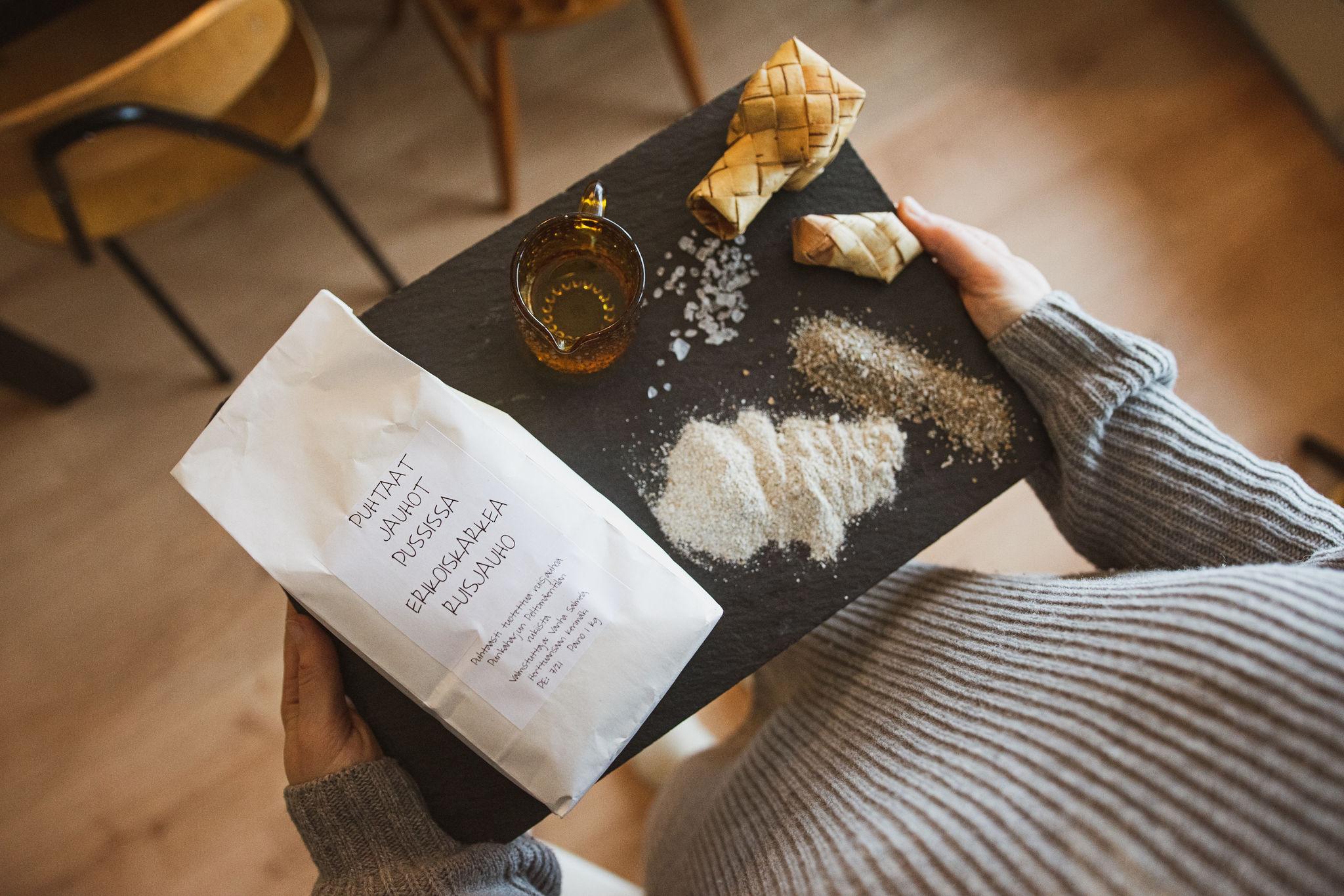 Ingredients of simple finnish rye cracker recipe, näkkäri