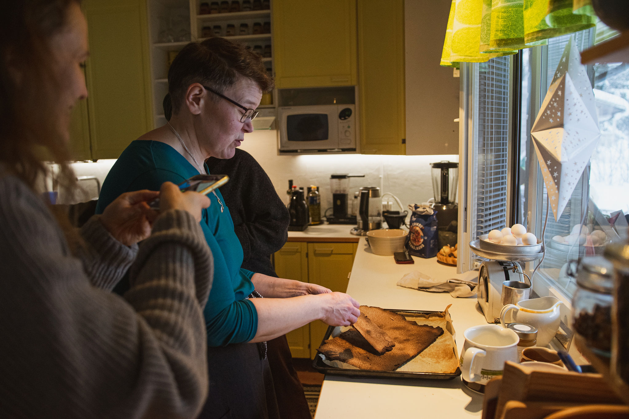 """Baking too long simple recipe of Finnish rye cracker, """"Näkkäri"""""""