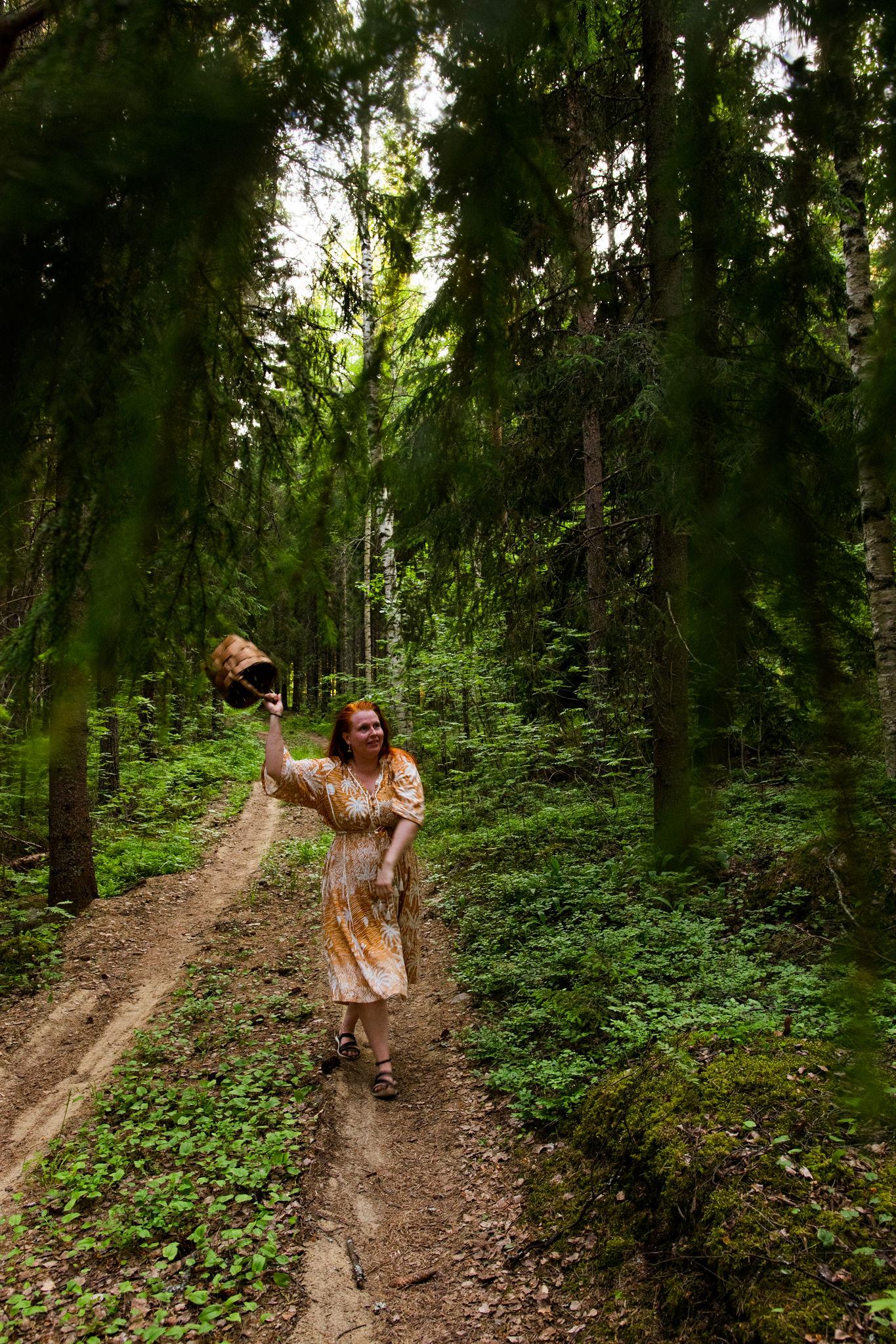 saimaalife stiina forest bathing with the wooden basket